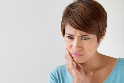 Woman with Tooth Pain | Advanced Dentistry by Design